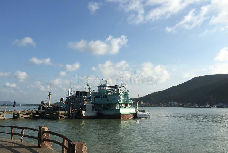渔船在海,非常美丽 免版税库存图片