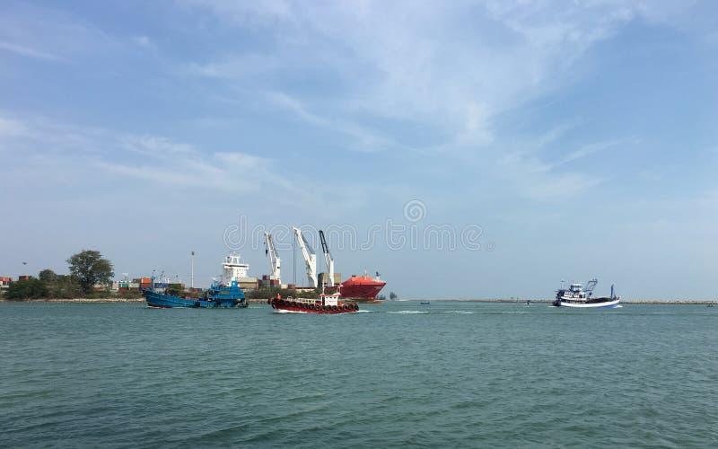 渔船在海,非常美丽 免版税库存照片