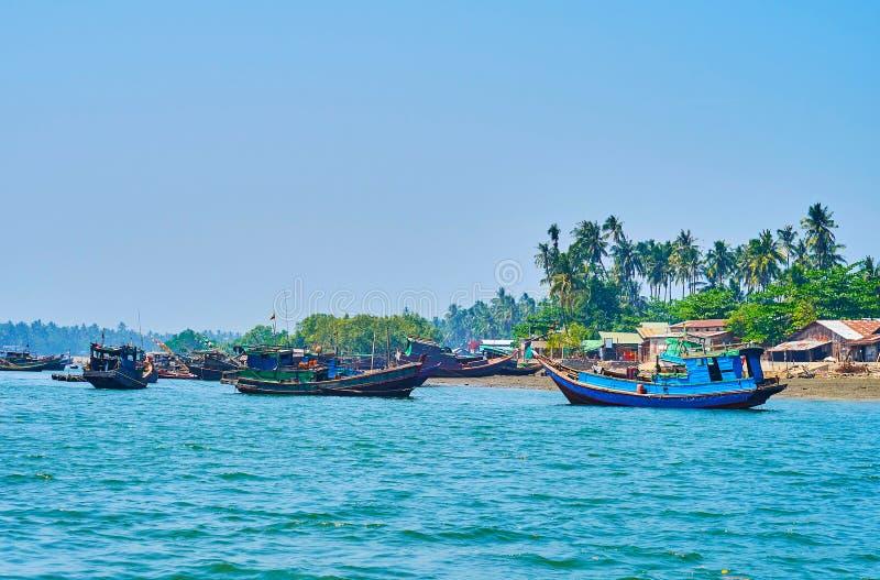 渔船在Chaung南塔河,缅甸 库存照片