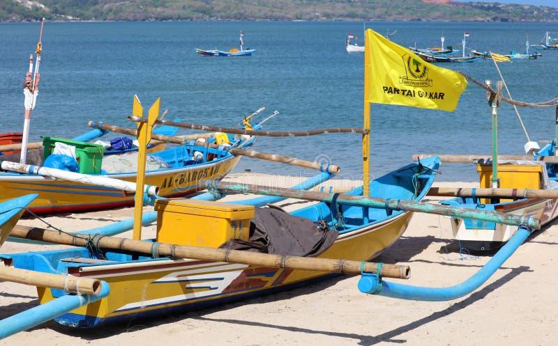 渔船的美好的图片在Jimbaran海湾的在照片的巴厘岛印度尼西亚、海滩、海洋、渔船和机场 库存图片