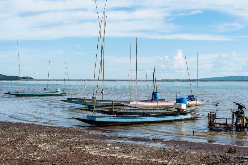 渔船Krasiao水坝 Suphanburi省, 库存照片