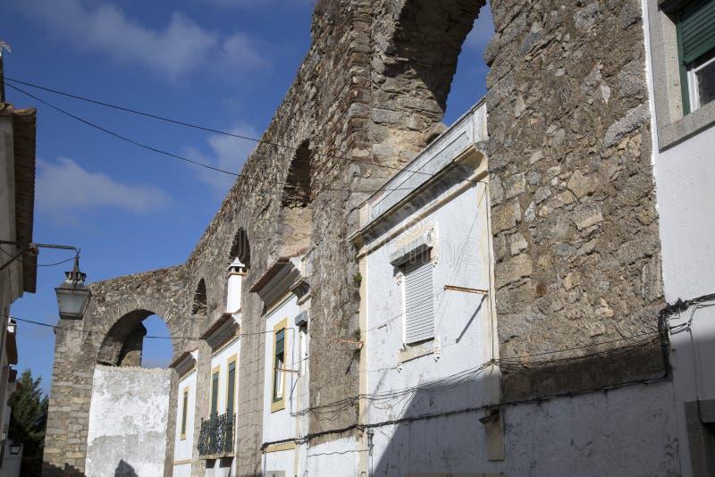 渡槽和议院在埃武拉 免版税库存照片