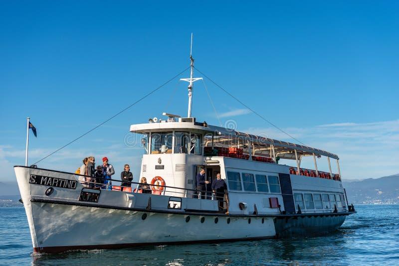 渡轮在加尔达湖-拉齐塞意大利 库存照片