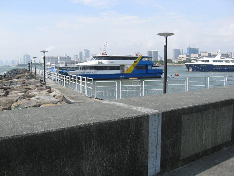 渡轮在小游艇船坞,马尼拉,菲律宾 免版税库存照片
