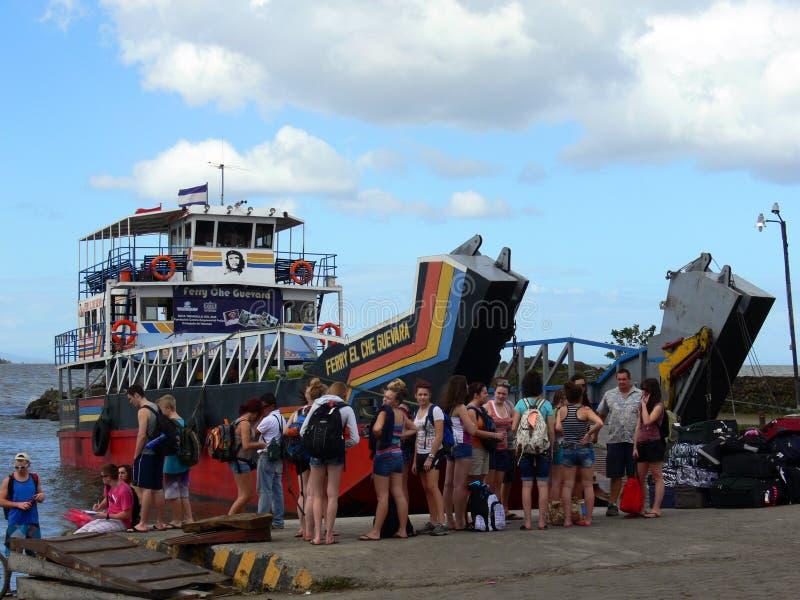 渡轮在尼加拉瓜的湖 库存照片
