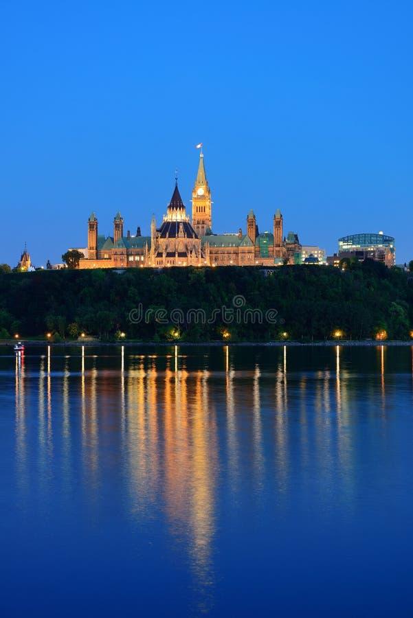 渥太华在晚上 免版税库存照片