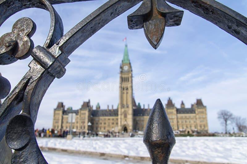 渥太华议会小山通过被操刀的门 免版税库存图片