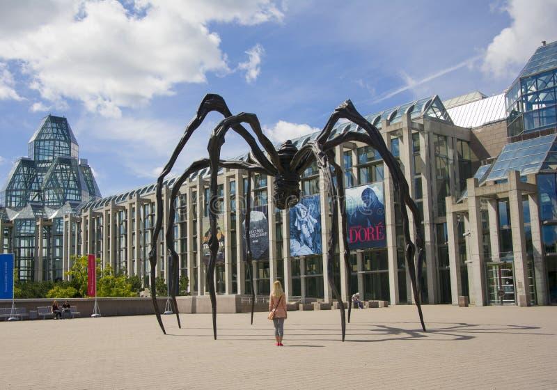 渥太华,加拿大- 2014年8月19日:在加拿大的国家肖像馆的附近蜘蛛雕塑 免版税库存照片