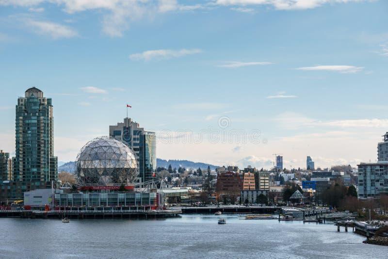 温哥华加拿大- 2018年2月18日:现代建筑学和公寓在False Creek附近的温哥华加拿大 免版税库存图片