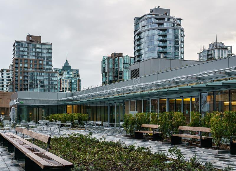 温哥华,加拿大- 2018年11月28日:市中心和建筑学元素的温哥华公共图书馆 图库摄影