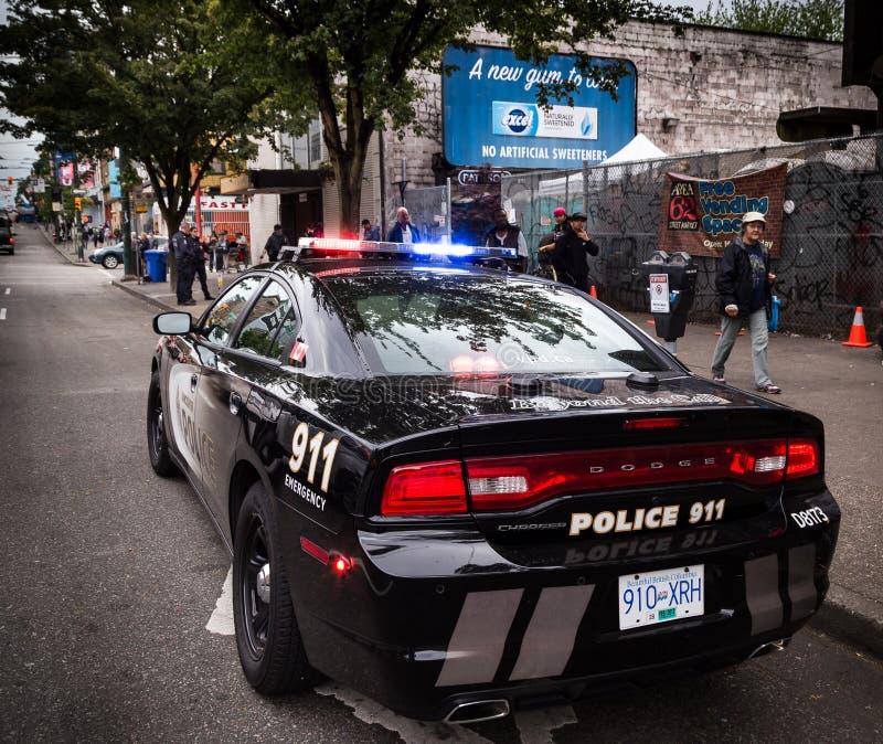 温哥华, BC,加拿大- 2016年5月11日:在温哥华`与官员的s温哥华市中心东端的VPD巡洋舰在背景中 免版税库存照片