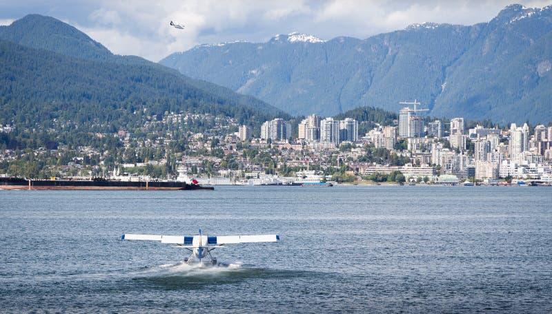 温哥华, BC,加拿大- 2016年6月06日:在温哥华` s煤炭港口怀有空气Dehavilland水獭 库存照片