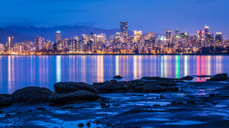 温哥华从耶利哥海滩的市光 免版税库存照片