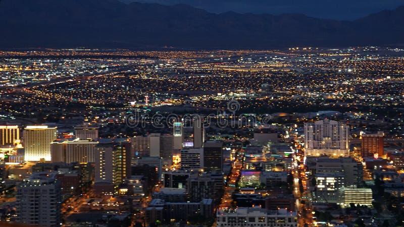 从统温层塔的夜视图在拉斯维加斯,内华达 免版税图库摄影