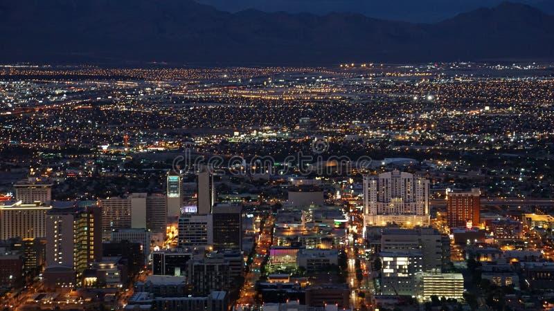 从统温层塔的夜视图在拉斯维加斯,内华达 免版税库存图片