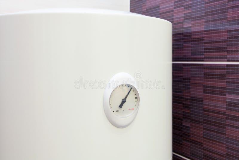 温度传感器特写镜头在电锅炉墙壁水加热器的 图库摄影
