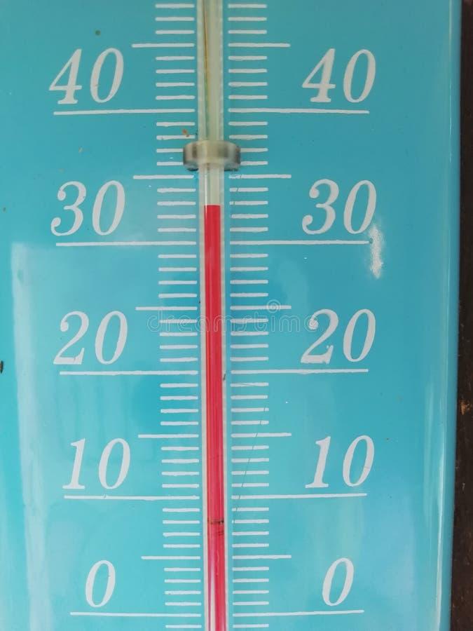 温度计陈列32摄氏度 免版税库存图片