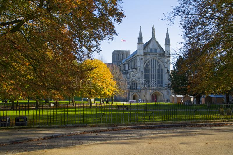 温彻斯特大教堂在秋天,汉普郡,英国 库存图片