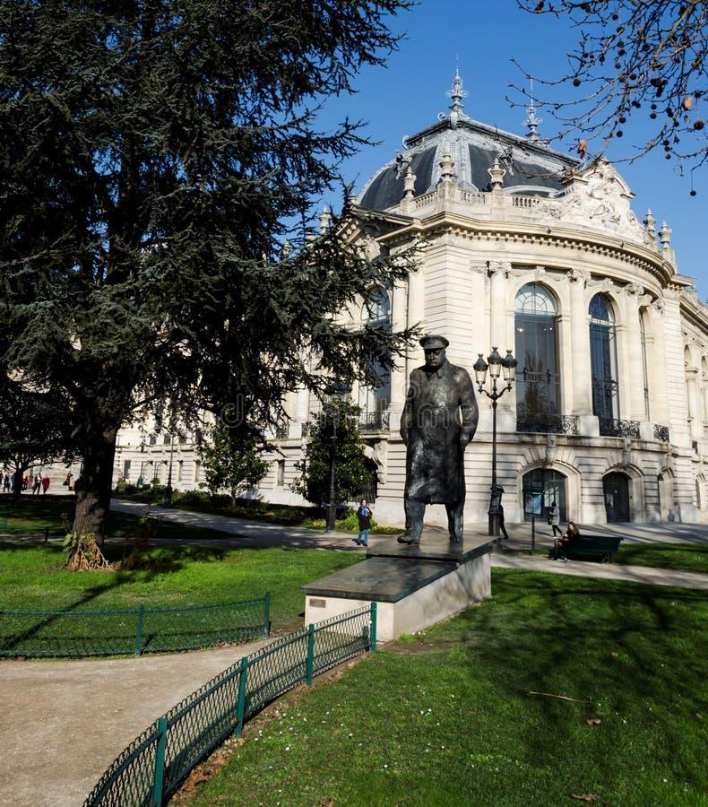 温斯顿・丘吉尔先生雕象在巴黎 免版税图库摄影