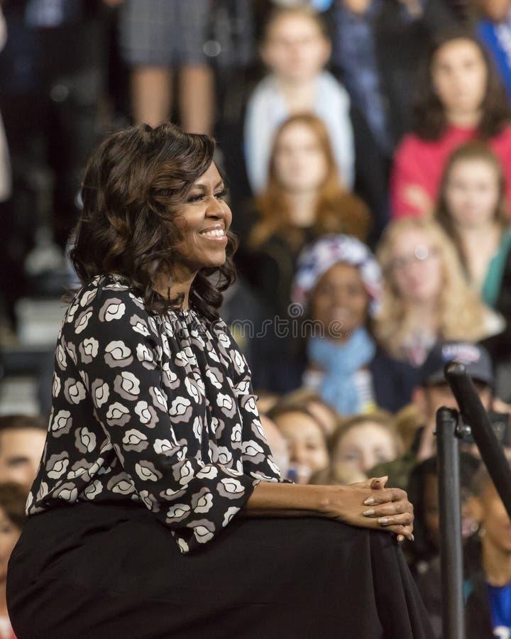 温斯顿萨兰姆, NC - 2016年10月27日:F irst米歇尔・奥巴马夫人出现于希拉里・克林顿的PR的一个总统选举事件 免版税库存图片