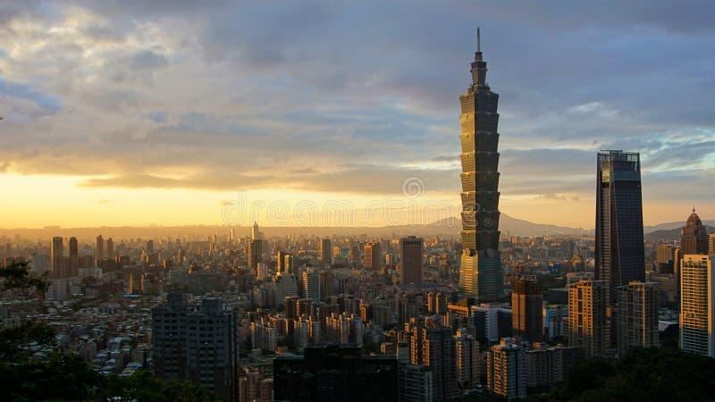 温暖的台北101日落 库存照片