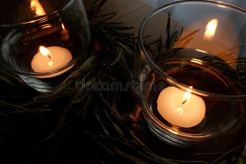 温暖的照明的蜡烛 免版税库存图片