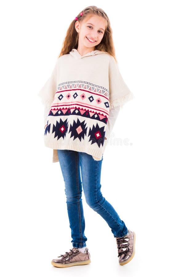 温暖的米黄雨披的可爱的小女孩 免版税库存照片