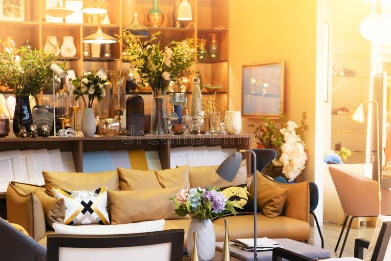 温暖的舒适客厅内部样式设计 库存照片