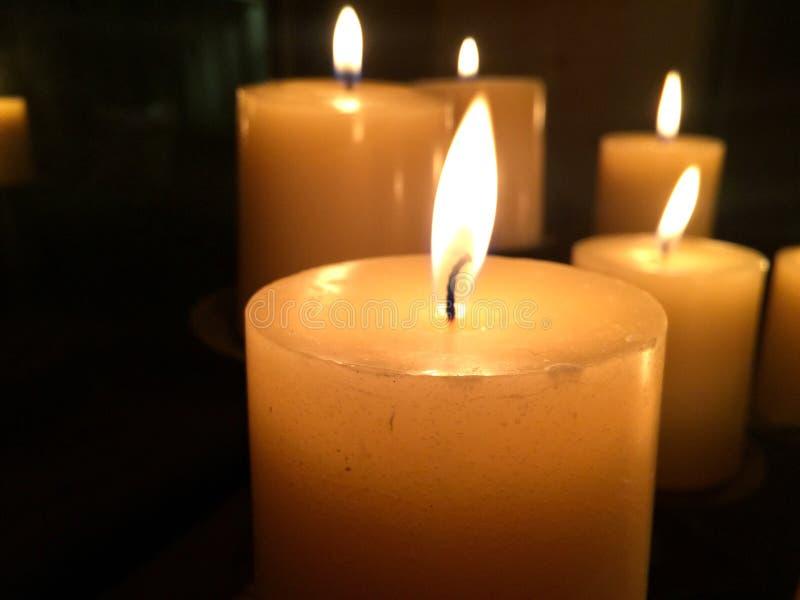 温暖的香草蜡烛 库存图片