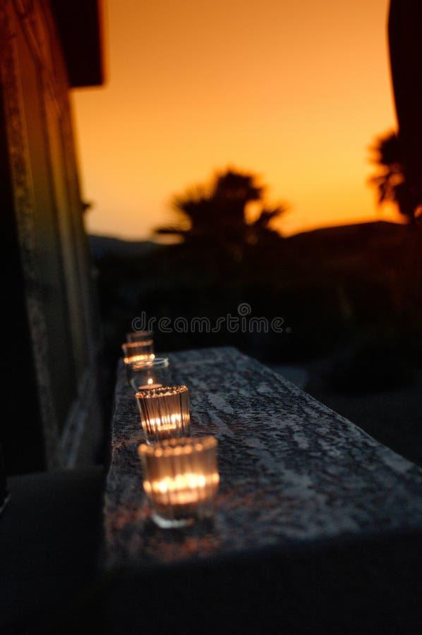 温暖蜡烛的日落 图库摄影