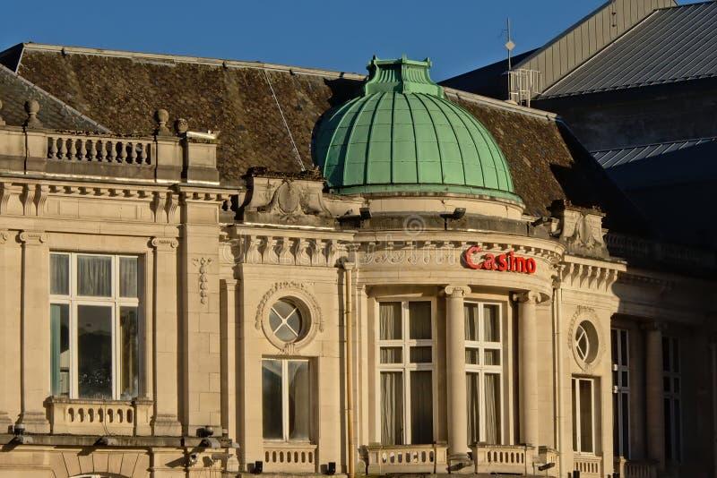 温泉在新古典样式的赌博娱乐场大厦门面的细节  库存图片