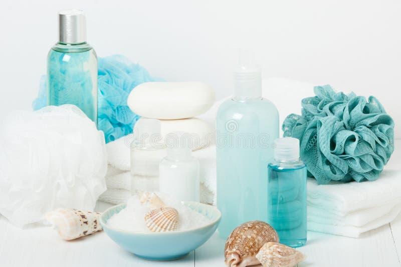 温泉成套工具 香波、肥皂酒吧和液体 阵雨胶凝体 芳香疗法 免版税图库摄影