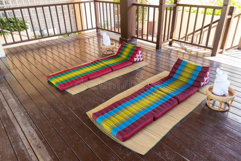 温泉按摩的泰国传统床垫 免版税库存图片
