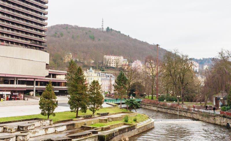 温泉旅馆上升暖流和Tepla河在是m的卡洛维变化 免版税图库摄影