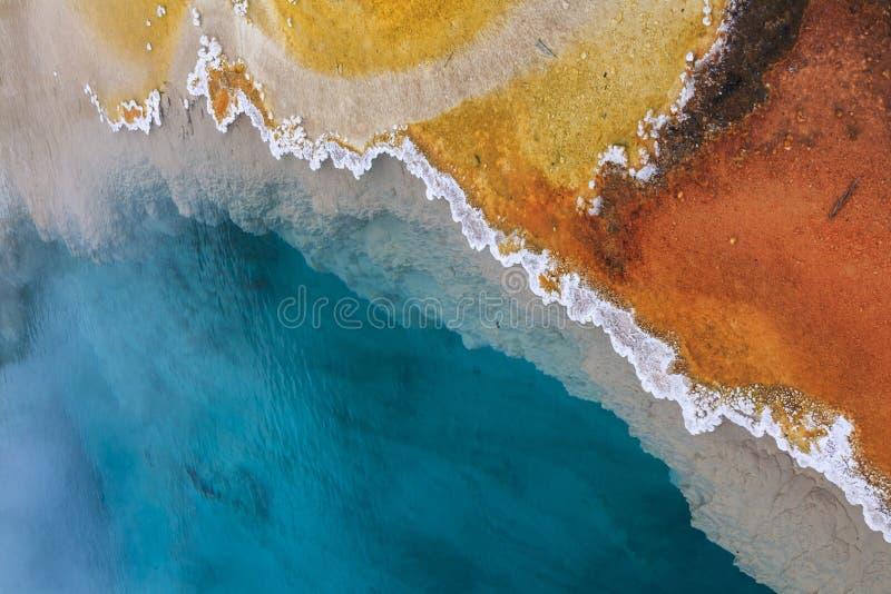 温泉的抽象颜色在黄石国家公园 库存图片