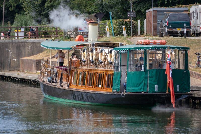 温莎、MAIDENHEAD & WINDSOR/UK - 7月22日:在的蒸汽游艇 免版税库存照片