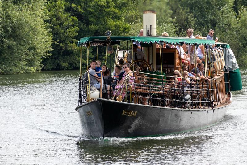 温莎、MAIDENHEAD & WINDSOR/UK - 7月22日:在的蒸汽游艇 免版税图库摄影
