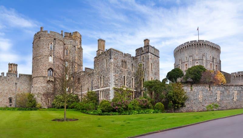 温莎城堡墙壁和塔,伦敦,英国 免版税库存照片