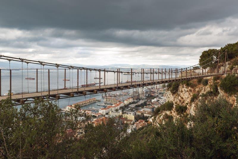 温莎桥梁-直布罗陀` s位于上部岩石的吊桥 直布罗陀英国海外领地 免版税库存照片