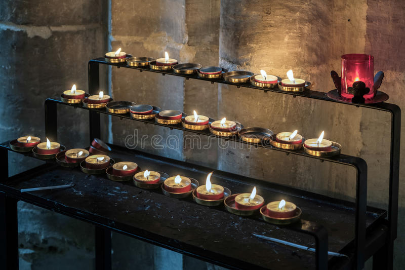 温彻斯特, HAMPSHIRE/UK - 3月6日:在温彻斯特Cathe的蜡烛 图库摄影