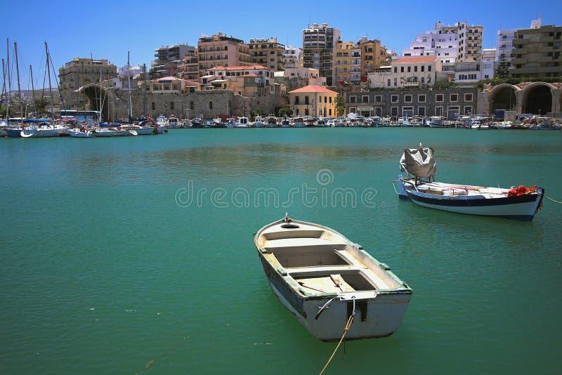 港口和地中海城市 Iraklion,克利特,希腊 免版税图库摄影