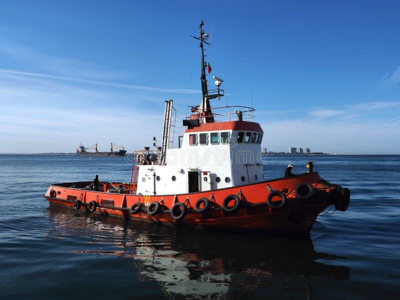 港口拖轮海景视图  免版税库存照片