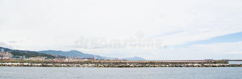 港口的工业边在热那亚,意大利 库存图片