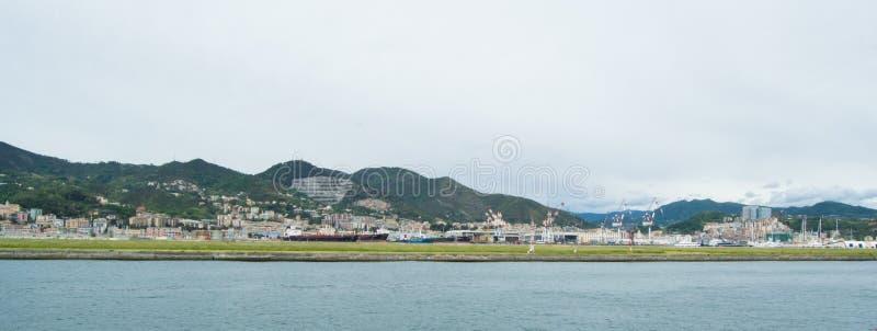 港口的工业边在热那亚,意大利 免版税库存图片