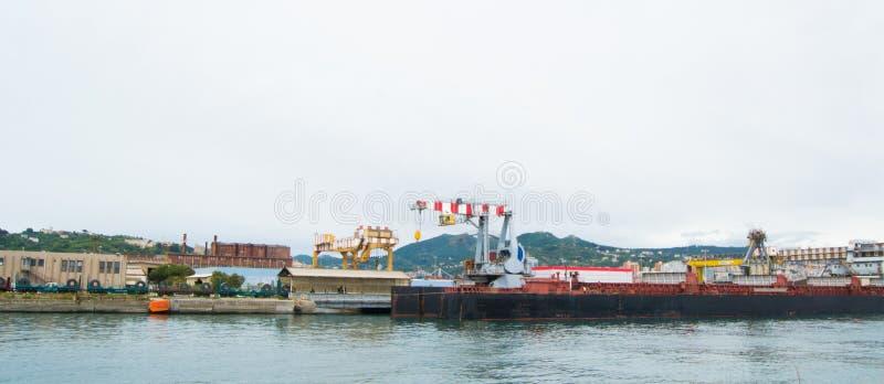 港口的工业边在热那亚,意大利 免版税库存照片