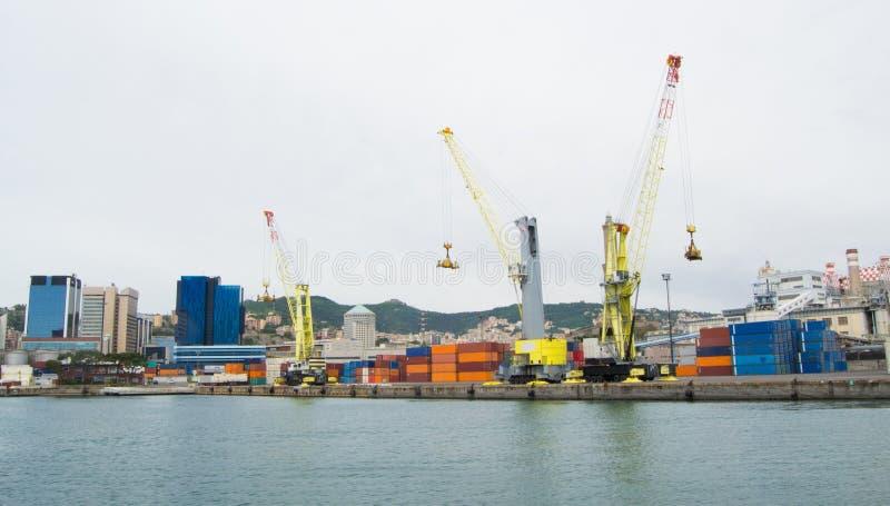 港口的工业边在热那亚,意大利 库存照片