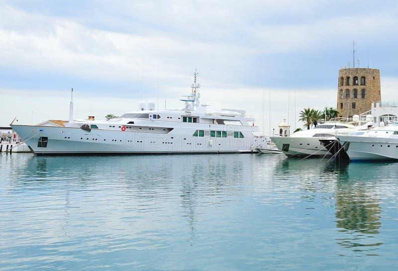 港口marbella 免版税库存图片