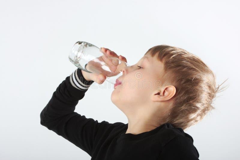 渴的男孩 免版税库存照片