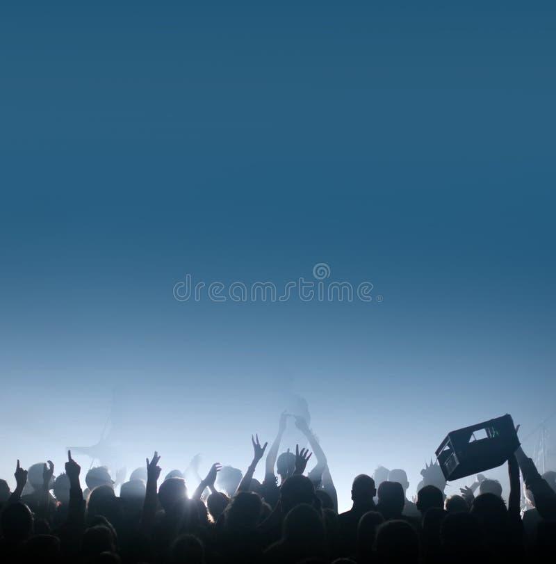 渴音乐会的人群 免版税库存照片