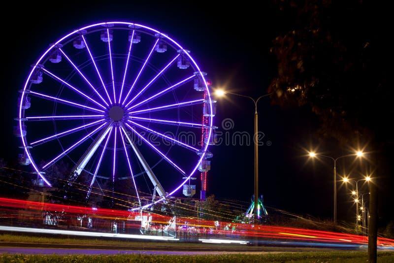 游乐园-转盘在晚上 图库摄影